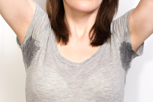 Как вывести пятна от пота