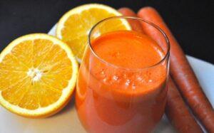 Домашний морковный и ананасовый сок